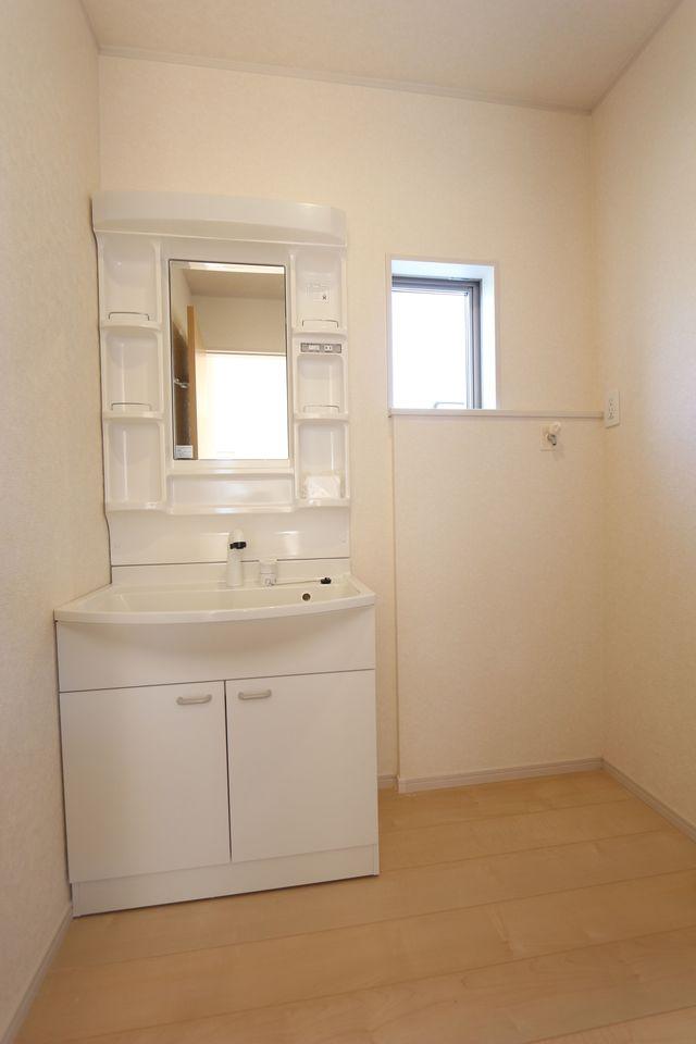 全室南向きで、大変明るい室内です。 2階洋室はクローゼットを完備しております。 (同社施工例)