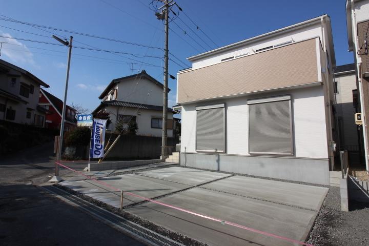 【外観写真】 原松町 全3区画 2号棟 完成しました。 駐車スペース2台分