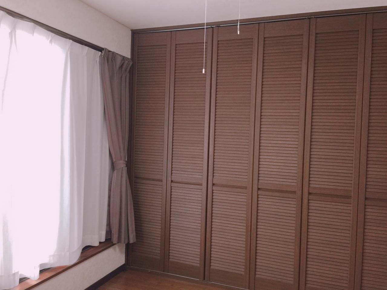 2F 6畳洋室 バルコニーへ出られる洋室は、押入れがあるので家事部屋としてもいいですね