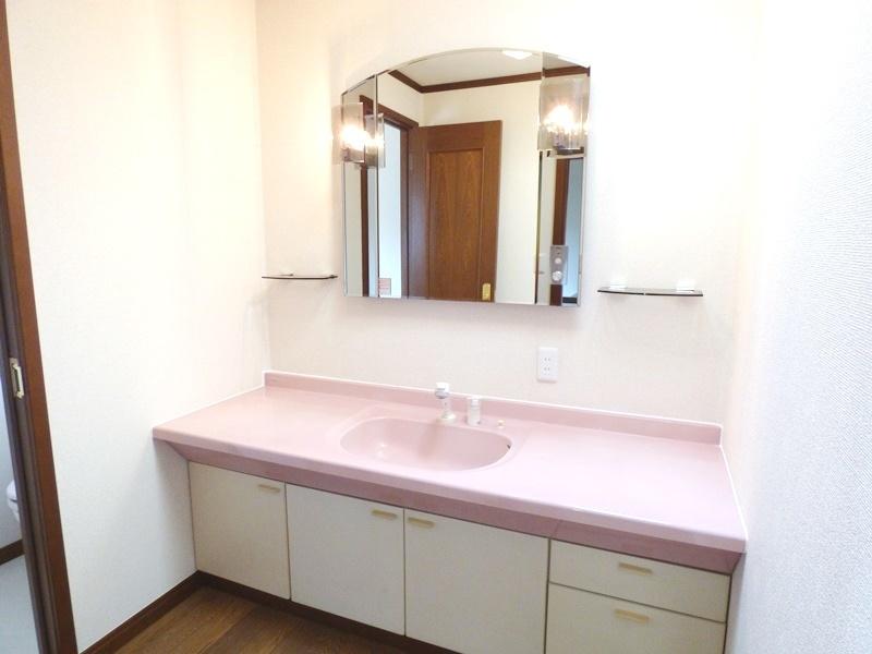 ◎2階・洗面台(6/17更新) 2階にも洗面台を設置。これでいつでも清潔に。お掃除の際にも便利ですね!
