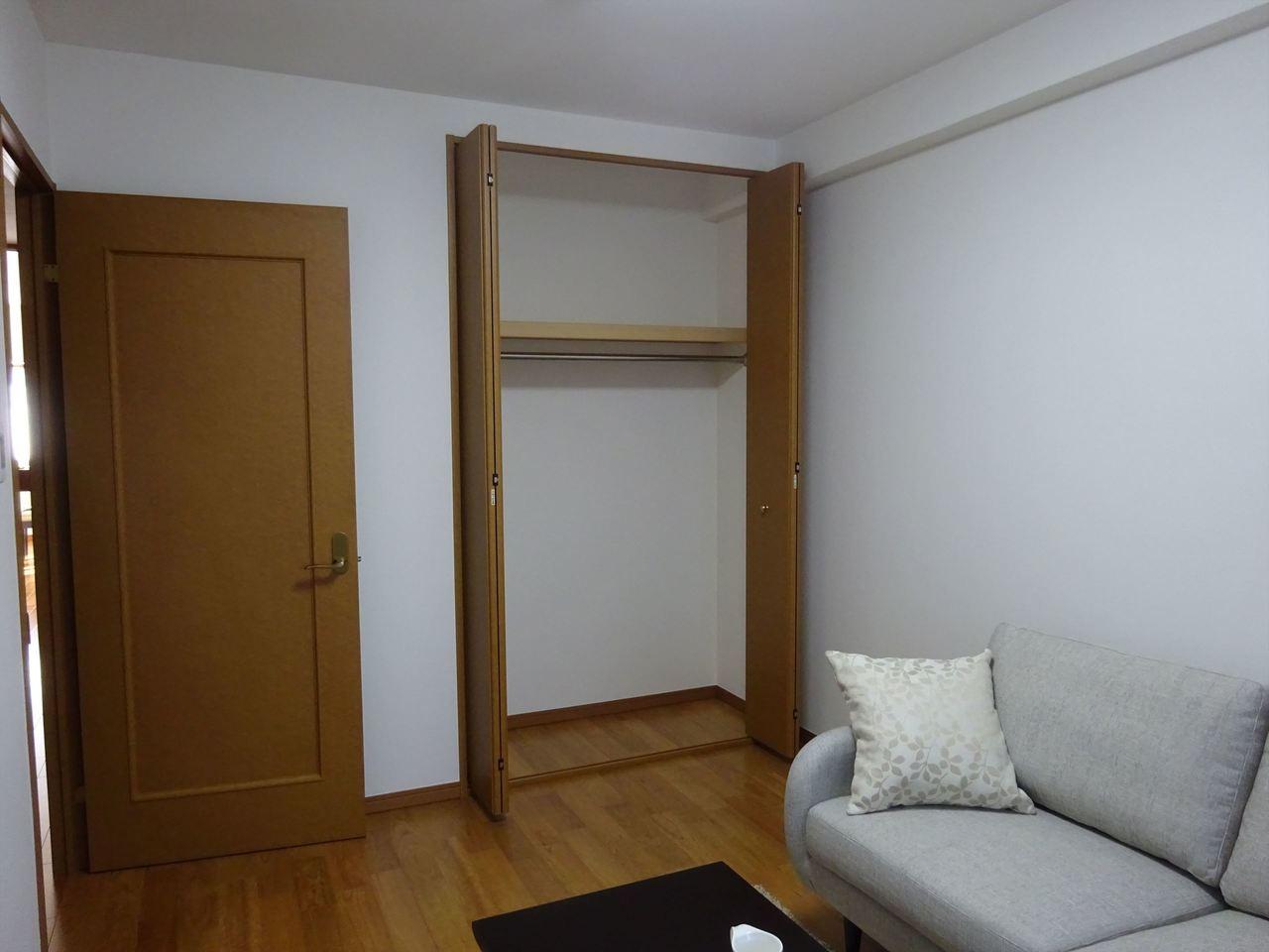 洋室、収納力が自慢です。