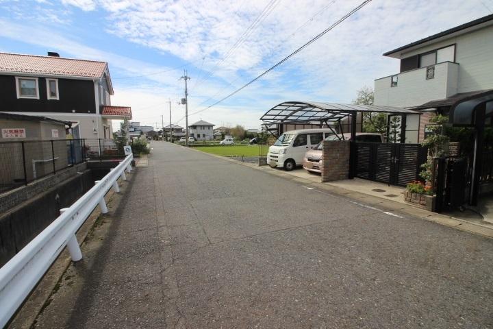 家庭菜園が出来るお家♪土地約55坪♪駐車3台可(普2台・軽1台)♪モリーブまで徒歩7分・約500m♪