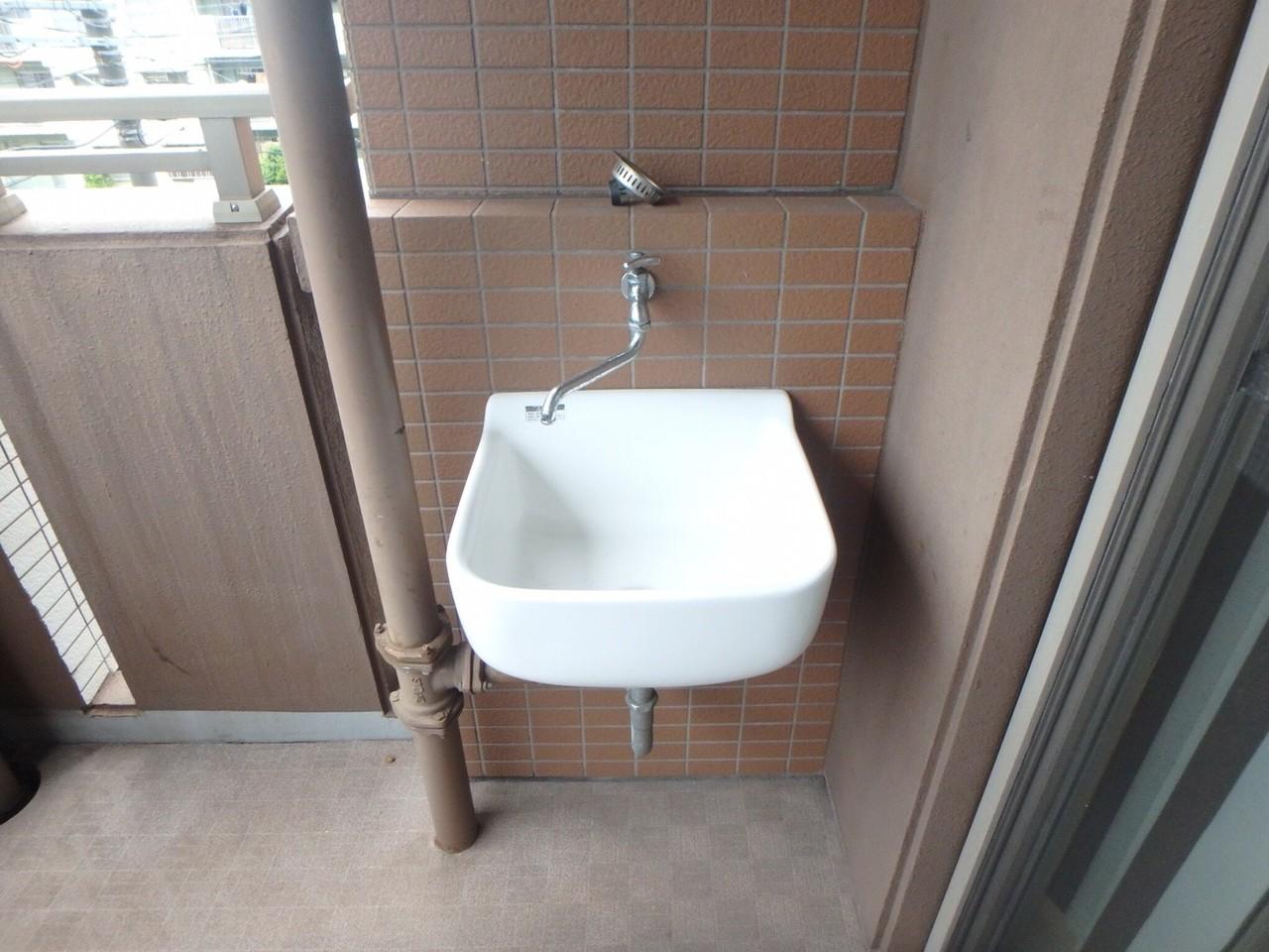 小型犬、猫可能な物件です。バルコニーに洗い場があり便利ですね。