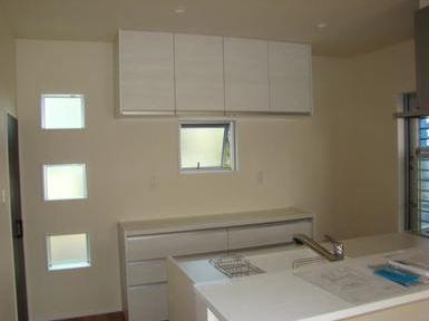 白を基調とした、清潔感のあるキッチンです。