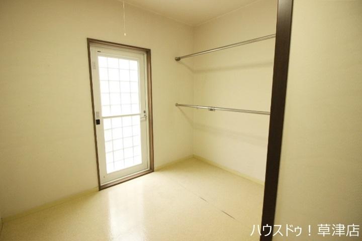 全居室収納完備。収納家具を減らして、広々空間をお楽しみいただけるように工夫されていますね。