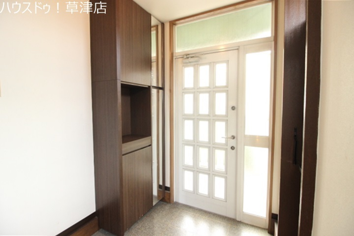 玄関は、家族やお客さまを華やかにお出迎えしてくれますね!