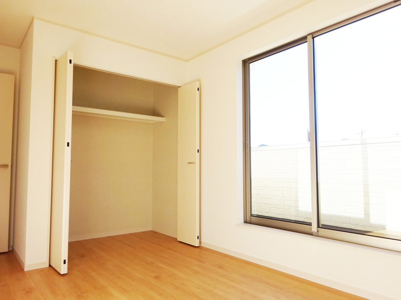 明るく、収納スペースも完備された洋室は、子供部屋としても、寝室としてもお使い頂けます