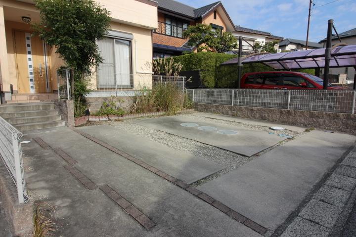 鬼崎南小学校まで徒歩5分。6年間通う小学校が近いのは安心ですね。
