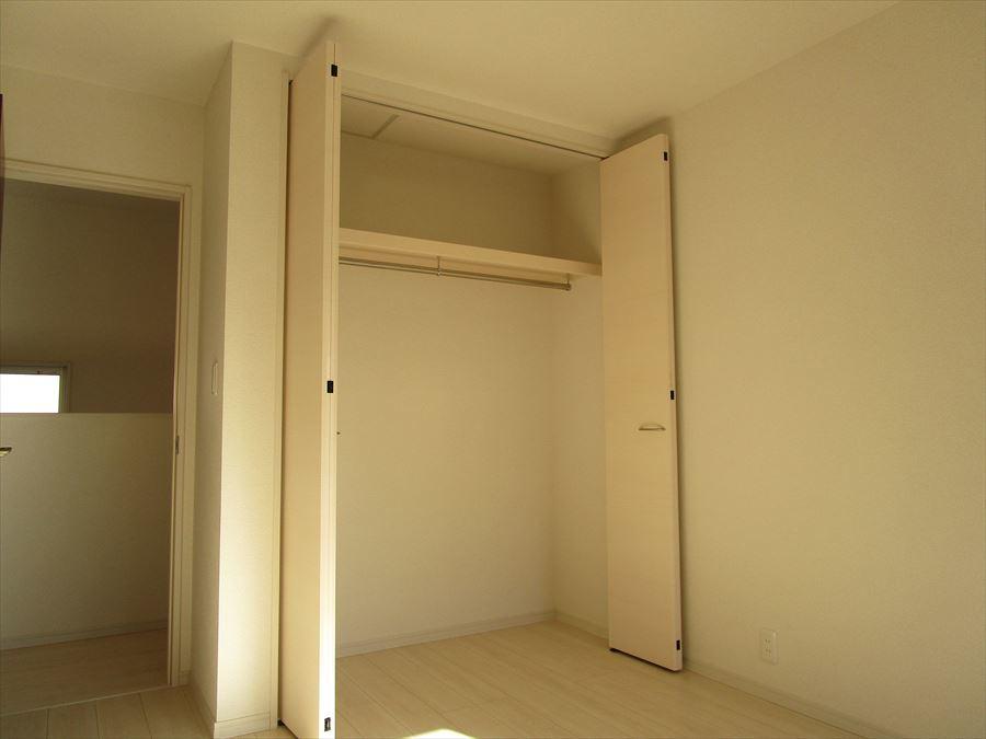 全居室にはもちろん、階段を上がってすぐの所にも収納あります◎使い方様々です!