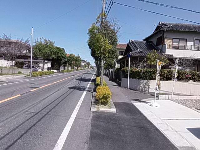 北側 公道 約4m 西側 公道 約12m 前面道路は歩道も整備され、小さなお子様にも安心