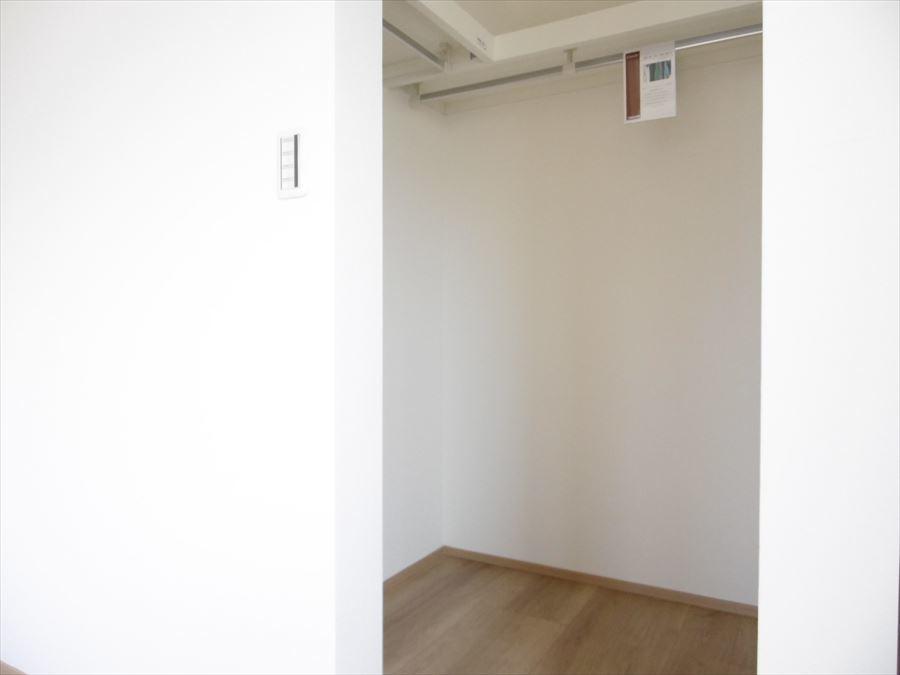 3階洋室のウォークインクローゼットです。これがあると衣替えも楽にできますし、部屋も広く使えますね◎