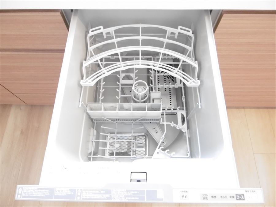 キッチンには食洗機があります。家事の時間を短縮できれば、自分の時間を増やせますね。