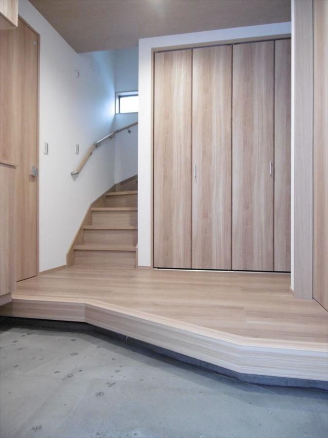 玄関回りに収納スペースがたくさん◎靴がたくさん増えても大丈夫です。