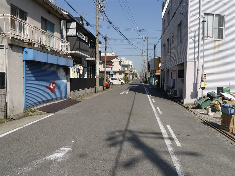 全面道路は車の通りも少なく、静かです!