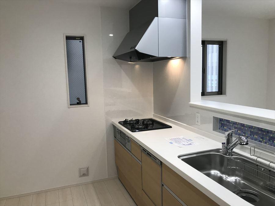 キッチンは家族並んでのお料理もスムーズに行える広さのスペースになっています。