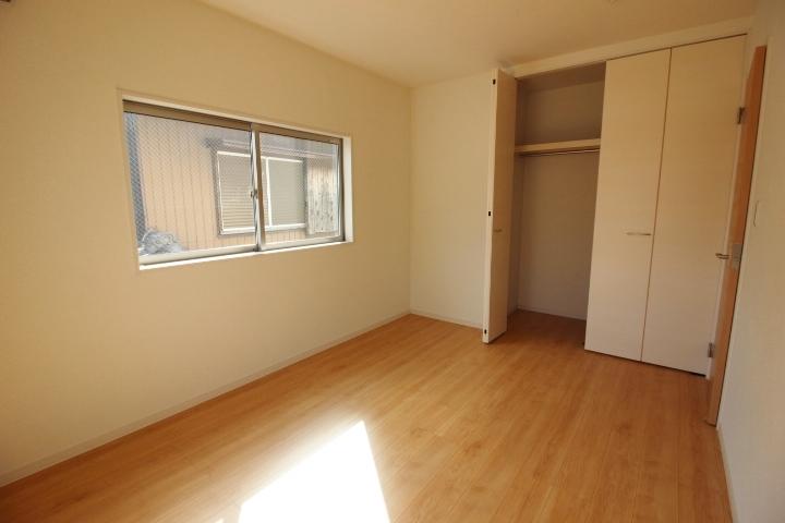 2階洋室。 全居室収納あり。