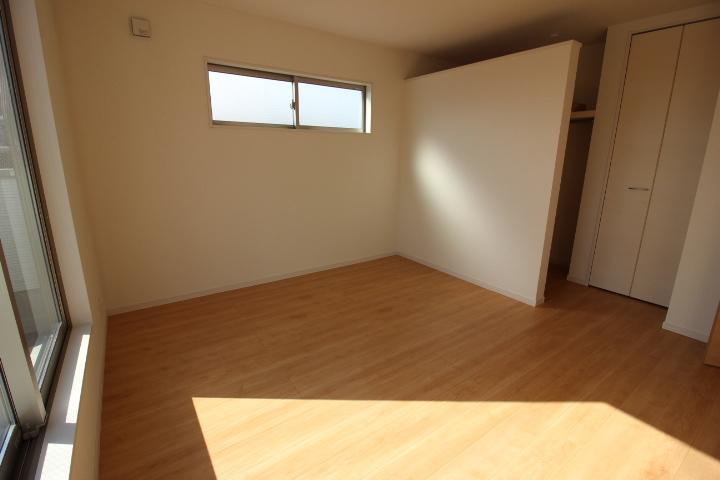 2階7.75帖の洋室はウォークインクローゼットつきで主寝室におすすめ。