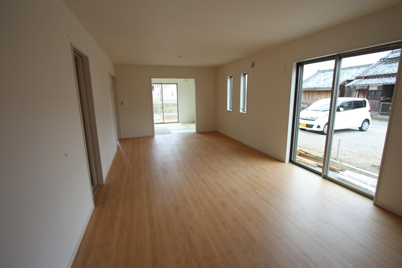 和室と合わせて24.5帖の大きな空間! お客様が大勢いらしても、ゆったりおくつろぎ頂けます。 ホームパーティーなど企画されてはいかがでしょうか?