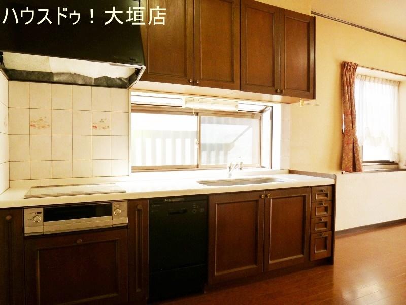 窓があり気持ち良くお料理できます。