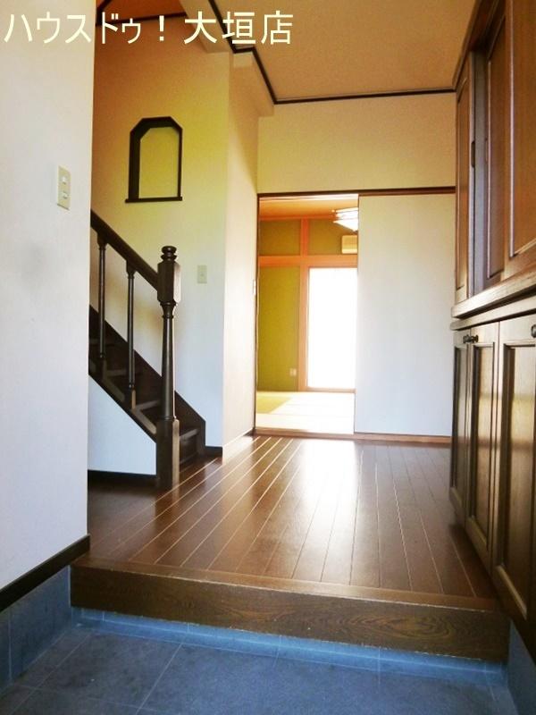 2世帯住宅としてもお過ごし頂けるお家。玄関は共有でお互いの気配を感じられます。
