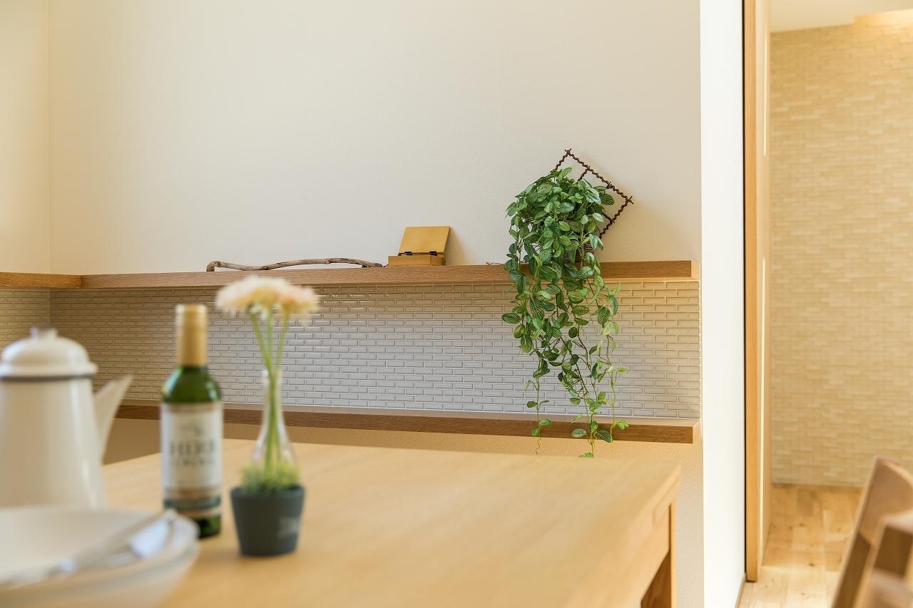 ウォークインクローゼットは洋服を掛けるだけでなく、物置などの大型収納としても活躍します。パイプハンガーや枕棚を活用することで利便性も向上します。