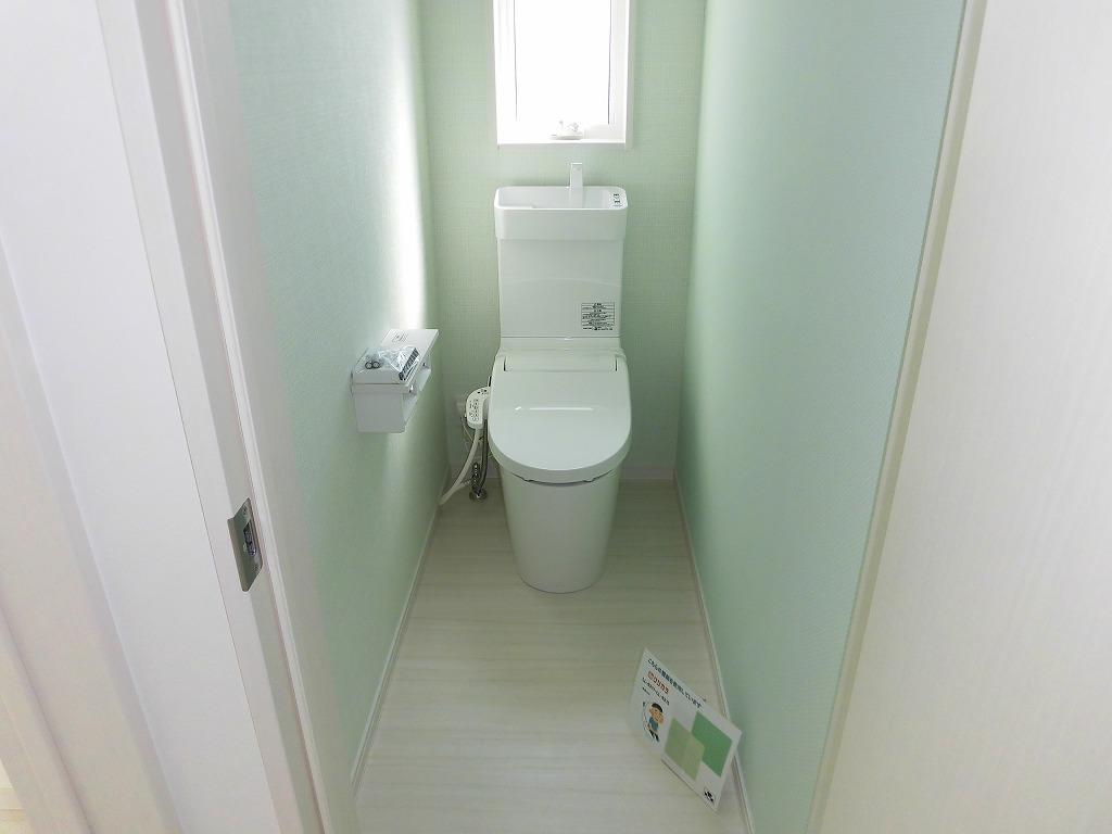 2018.1.18撮影 玄関わきにはペット用シャワー水栓つき・散歩の後すぐ足を洗うことができます