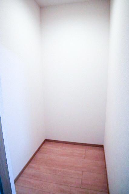 収納が多いと家の中がすっきりとします。 その他階段下や床下などのデッドスペースを収納用に利用できるように有効活用しました。
