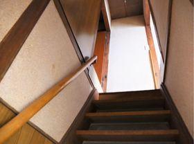 階段には手すりが付いているので、お子様やご年配の方の上り下りも安心です☆