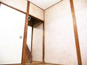 1階洋室は4帖と6帖がございます。 インテリア次第でどんなお部屋にもチェンジできます!リフォームのご相談も承っております。