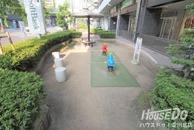 敷地内に公園あり♪ 駐輪スペースはなどの共有部はしっかりと管理されており常にきれいな状態が保たれています♪スーパー・コンビニまで5分以内の好立地です♪
