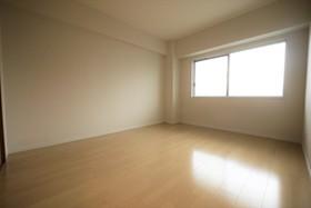 6.3帖の洋室 子ども部屋や寝室などにお使い頂ける洋室が2部屋ございます♪