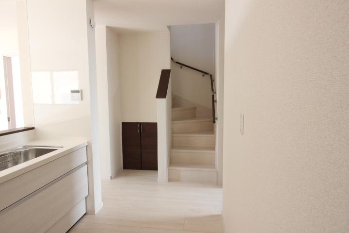 家族が自然と集まるリビング階段のつくり。限られたスペースを有効活用!