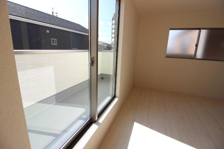 1階の屋根を有効活用したルーフバルコニー。