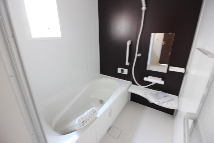 浴室・ユニットバス ゆったり1坪サイズのユニットバス。 半身浴もできるバスタブを採用しています。