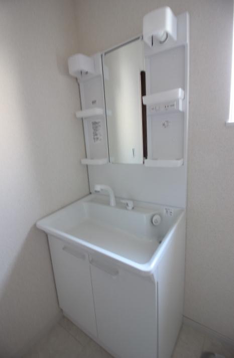 洗面台・シャンプードレッサー 一面鏡750サイズ 洗髪もできるシャンプードレッサー。