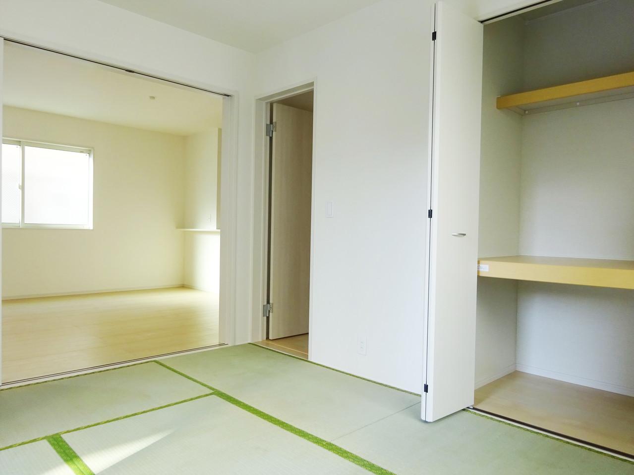 和室、丁度良い広さでごろごろくつろげる空間。収納も広いので重たい荷物などの収納や季節ごとの用品収納にももってこい♪