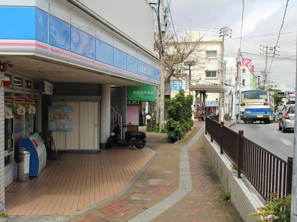 【コンビニ】ローソン 那覇開南バス停前店