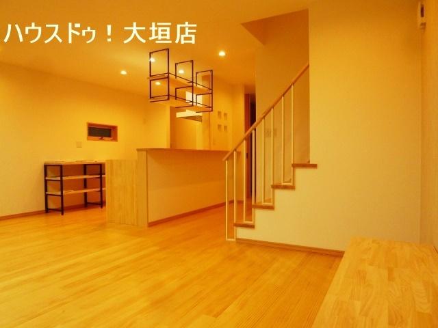 お部屋に合ったテレビ台、キッチン収納スペースが設置済みなので、うれしいですね。