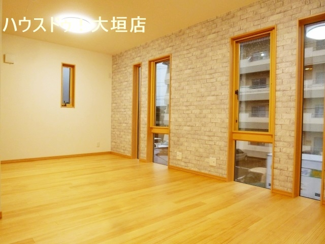 多くの窓が設置されているので、お部屋が明るくなりますんね。