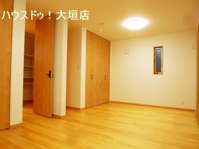 2階、洋室は子供部屋にどうぞ。