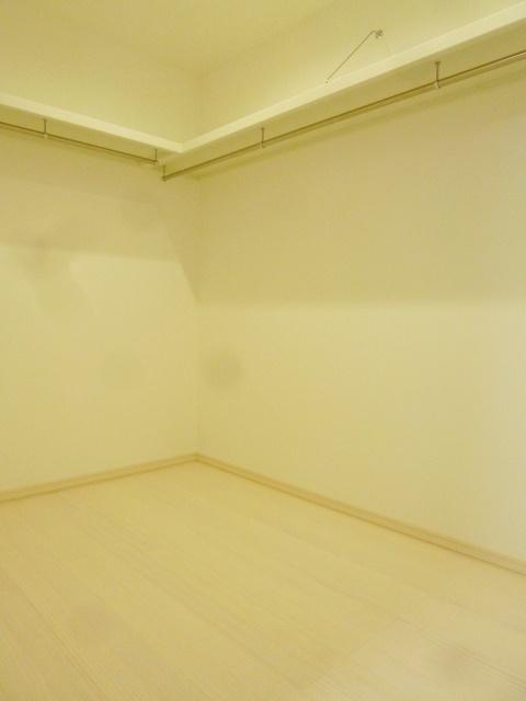 ウォークインクローゼットでいつでもお部屋はスッキリ。