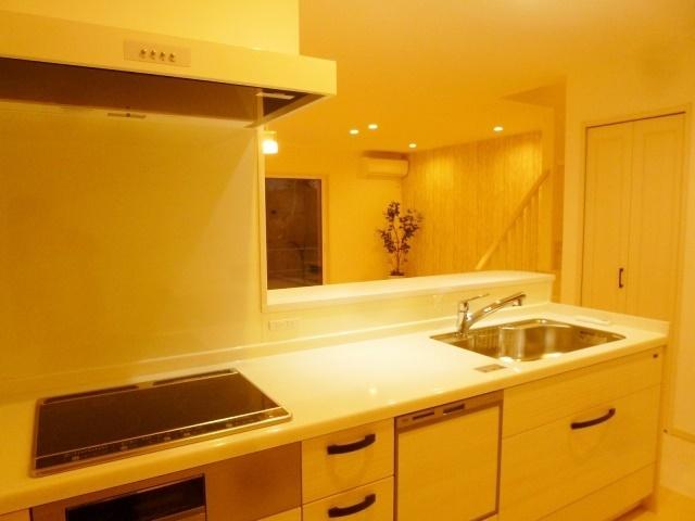 食器洗浄乾燥機付きのシステムキッチン。忙しい奥様を手助け♪