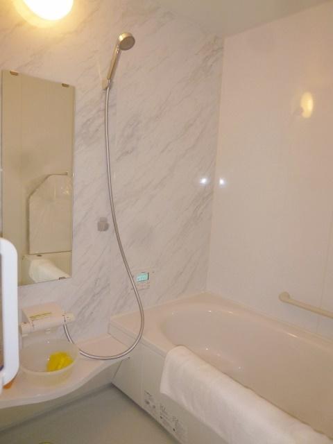 ゆったりとした1坪以上の浴室は癒しの空間です。