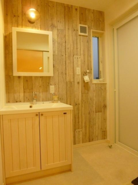 毎日使うのが楽しくなるような洗面台。個性的な空間は自慢の一室です。