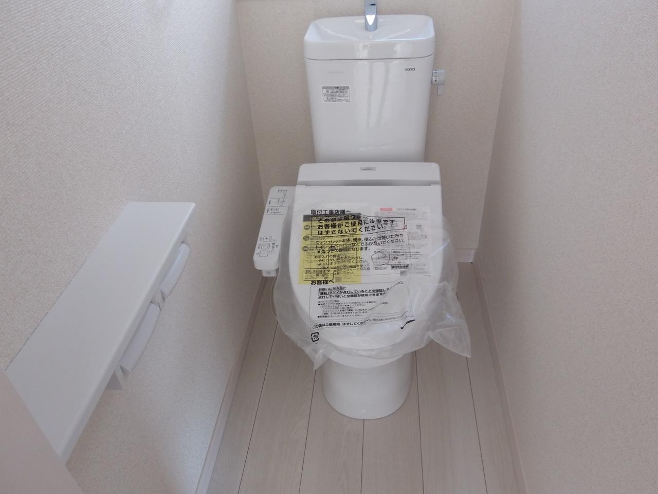 温水洗浄便座付きのトイレです。トイレは1階2階にあります。