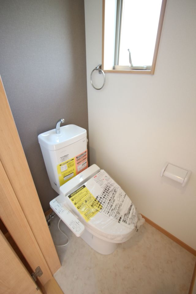 約7帖大の南向きバルコニー。 廊下からも出入りできる便利な設計です。 沢山の洗濯物もゆったり干せるワイドサイズ。 (同社施工例)