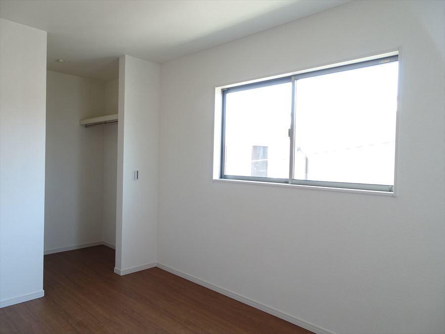 6帖洋室です。ウォークインクローゼットが完備されたお部屋になっています。