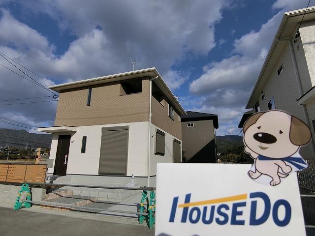 【外観写真】 頓野の新築戸建てのご案内です。 周辺は閑静な住宅地となり、隣接する住宅も新築の戸建が多い地域です。