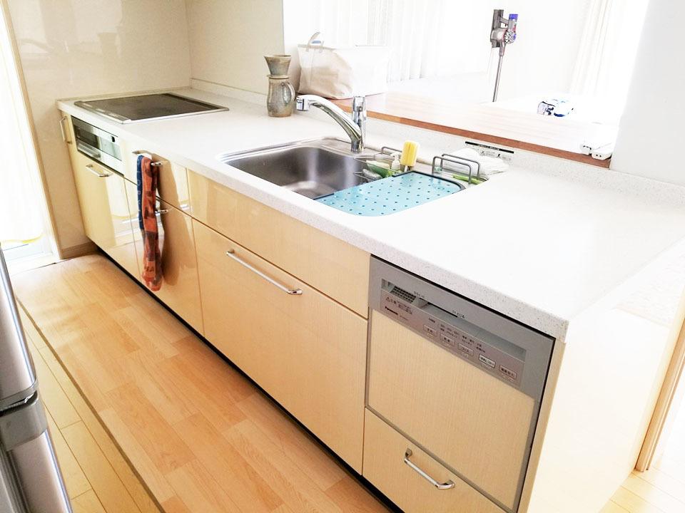 システムキッチン♪機能性と収納性を兼ね備えたシステムキッチンはIHクッキングヒーター、食器洗い乾燥機付き♪