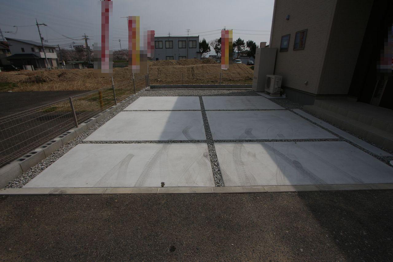 広々とした駐車スペースは並列で2台分を確保。 大型車でも心配ありません